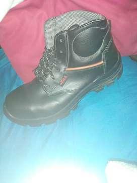 zapatos punta de acero color negro marca eins