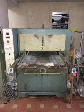 Máquina Repujadora para capelladas en sintético cuero  Neolites picroporosas y suelas