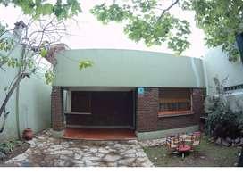 Casa en Temperley - Pileta y Quincho - Lote 8.66 x 41mts