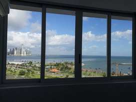 ALQUILO apto $800 con Vista al Mar. PH Bay View