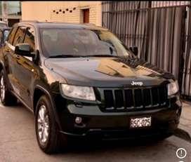 Jeep Grand Cheroke Laredo 2011 modelo y comprado 2012