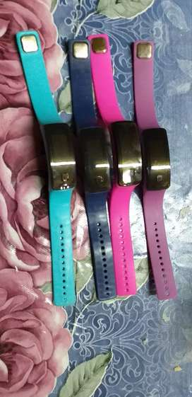 Se vende relojes para niños y niñas