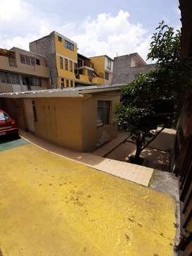 Casa de venta con 3 departamentos barrionuevo