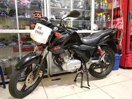 Gangazo Suzuki GSX 125 R Negra