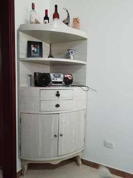 Mueble rinconero en madera enchapado