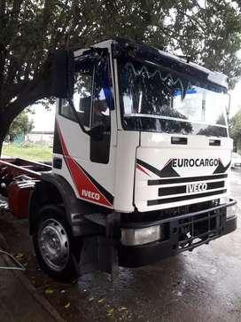 Vendo Fiat eurocargo 16e23 eje neumático año 98 bien de mecánica detalle de interior