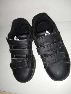 zapatilla   le coq sportif 28  abrojo negra de niños