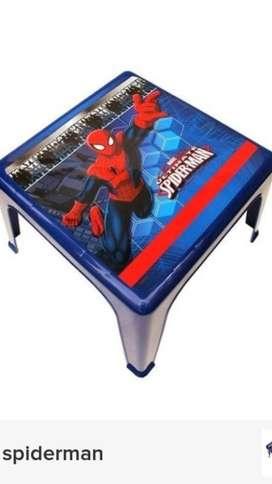Vendo mesa de plastico spaiderman de niño.