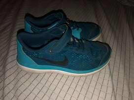 Zapatillas Nike originales celestes. Talle 35 1/2. Como nuevas!!