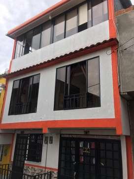 Casa de tres pisos independientes