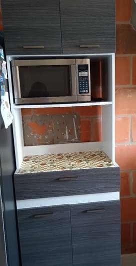 Se vende mueble para microondas y alacena de madera NEGOCIABLE