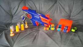 Pistola q lanza carros marca nerf nitro