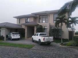Venta Casa con Acabados de Lujo, Al Lago, Urb. Exclusiva de Isla Mocoli, Guayaquil