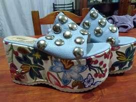 Vendo sandalias con plataforma hermosas como nuevas 700$