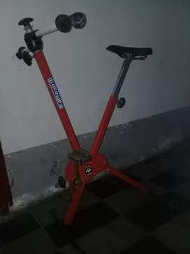 Bicicleta fija de gimnasia