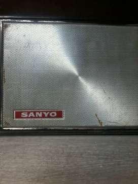 PARTE FRONTAL DE ANTIGUA RADIO SANYO