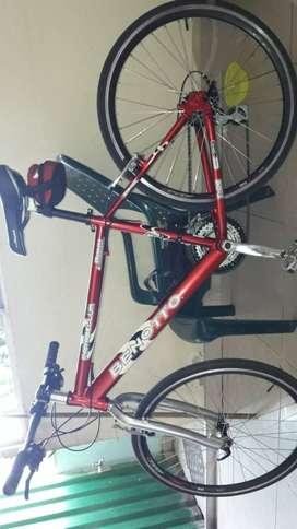 Es una bicicleta semicarreras