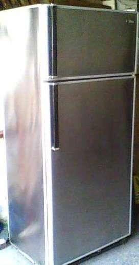 Heladera Siam con freezer usada de acero inoxidable