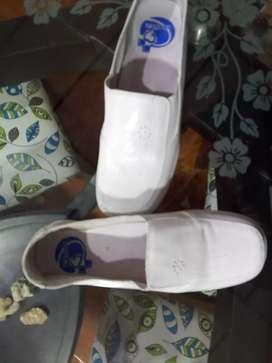 Zapatos en cuero de enfermería 1 puesta. Talla 38