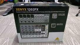 Consola Behringer Xenix 1202Fx como nueva 12 canales