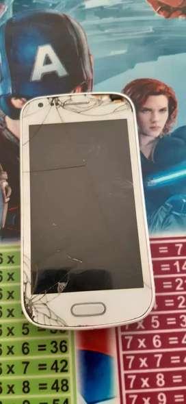 Se vende 3 celulares para repuestos solo estan para cambiar display y funcionan