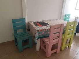 Mesa + 4 sillas + mantel + individuales