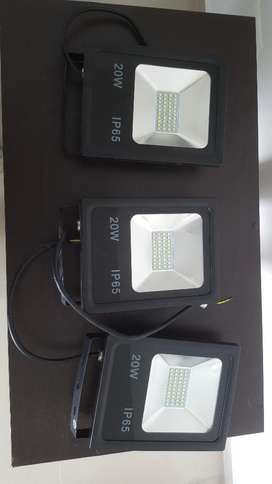 3 Reflectores Led 20 W