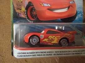 Autito Cars 3 Rayo McQueen con llantas de carrera.NUEVO!!!