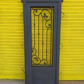 Puerta de hierro de una hoja