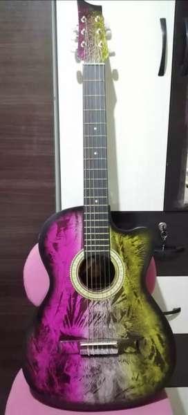 Guitarra nueva y sale con todo y su funda