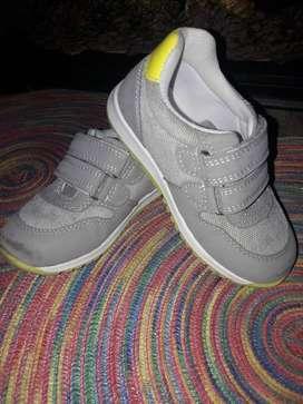 Zapatos Nuevos y Seminuevo para niños