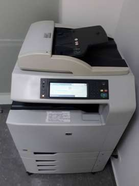 Impresora HP Color Laser Jet CM6040