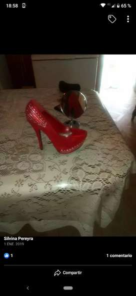 Vendo hermoso zapatos rojos