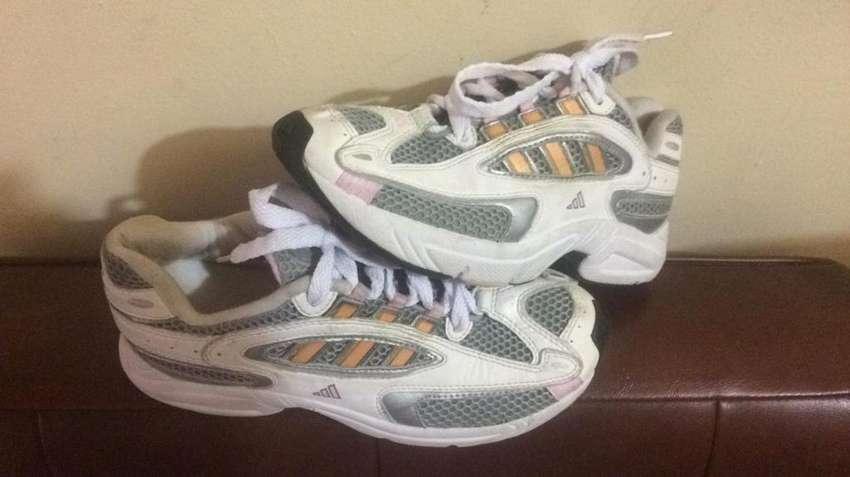 Zapatillas Adidas Talla 33 Dama Usadas 0