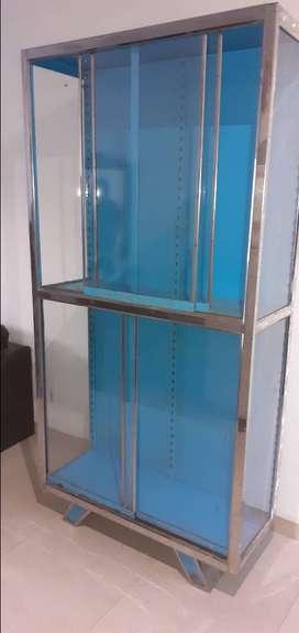 Vitrina de metal con vidrio