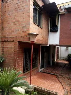 Venta casa en conjunto cerrado dos pisos unifamiliar parqueadero comun