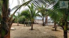Vendo terreno con 6 bungalows en Playa Canoas de Punta Sal