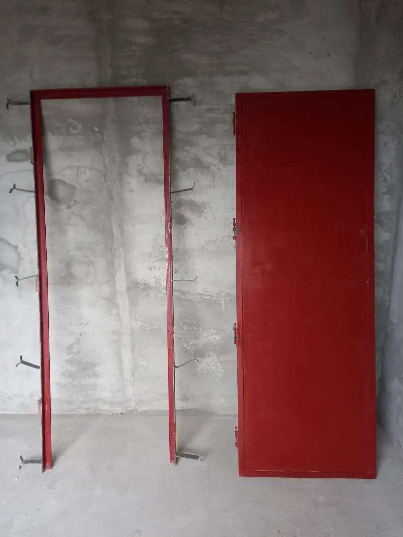 Puerta chapa reforzada