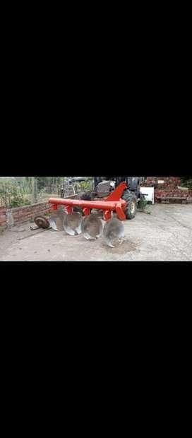 Vendo hermoso tractor agricola marca Fiat serie 80-66 doble trasmisión en perfecto estado con arado y rastra
