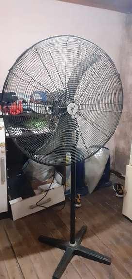 Vendo ventilador industrial andando
