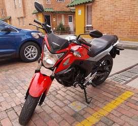 Se vende moto Honda. Excelente estado...