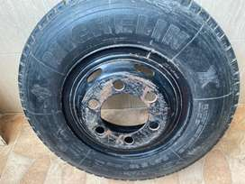 Llanta para camion R 16 segunda buen estado