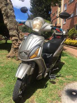 Moto electrica gris
