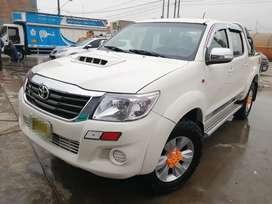 Toyota hilux año 2012 modelo 2013
