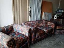 juego de sillones tapizado en raso