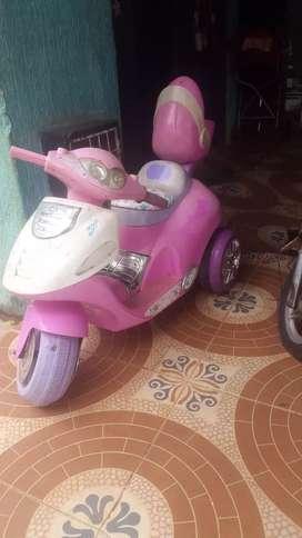 Vendo moto para niña