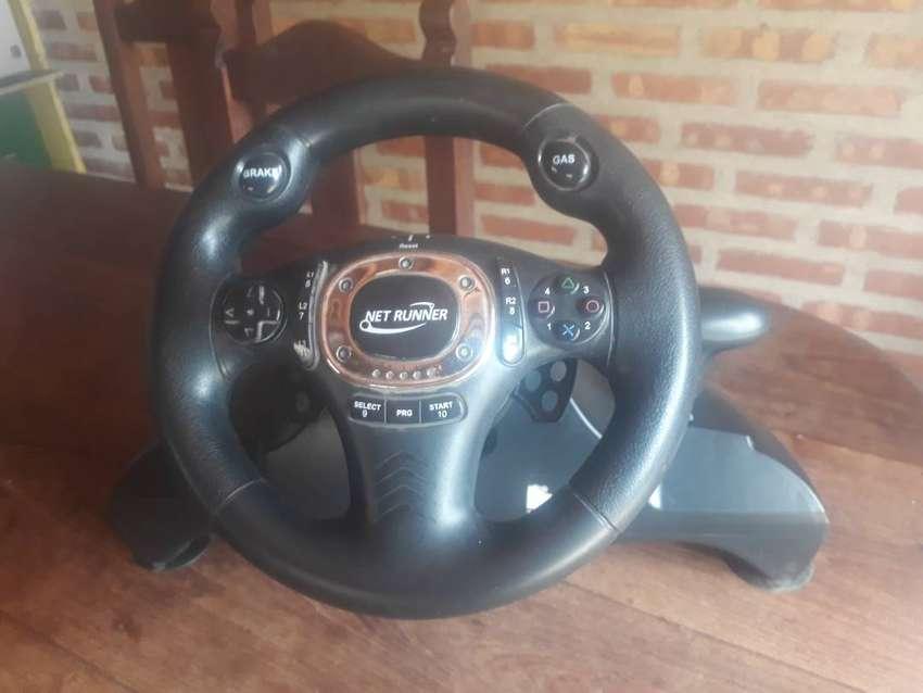 Vendo volante y pedal para PS3 y pc 0