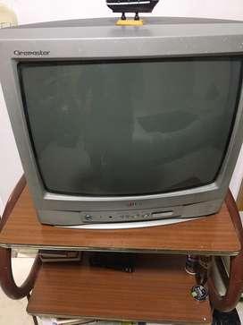 Tv con mesa.