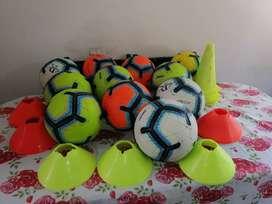 Balones de fútbol y complementarios.