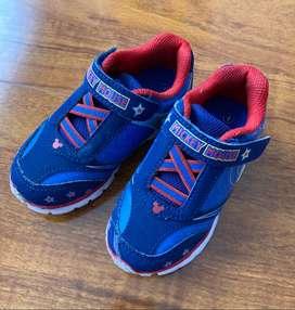 Zapatos usados para niños